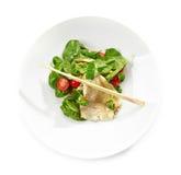 Salade avec le filet de flet Photo stock