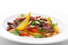 Salade avec le filet du sein de canard photo libre de droits