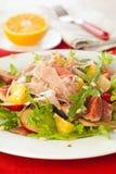 Salade avec le prosciutto, le plomb et les figues Photo libre de droits