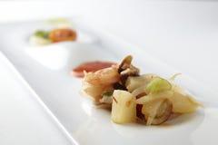Salade avec les crevettes et le bambou Photo libre de droits