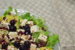 Salade avec les olives et le feta, vue supérieure Photo stock