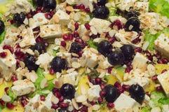 Salade avec les olives et le feta, vue supérieure Image libre de droits