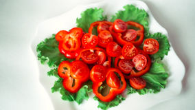 Salade avec les tomates-cerises et le poivron rouge Photographie stock
