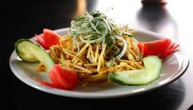 Salade avec une pomme de terre Photographie stock libre de droits