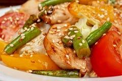 Salade chaude avec le poulet Photographie stock