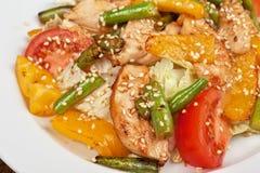 Salade chaude avec le poulet Photos libres de droits