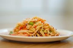Salade chaude et épicée de papaye Photo stock
