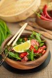 Salade chinoise avec le pamplemousse et le piment Image libre de droits