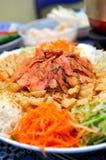 Salade chinoise de poissons crus Images libres de droits