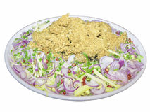 Salade croustillante épicée de poisson-chat avec la mangue verte (avec le chemin de coupure Photo libre de droits
