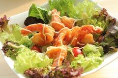 Salade cuite à la friteuse de crevettes roses Images libres de droits