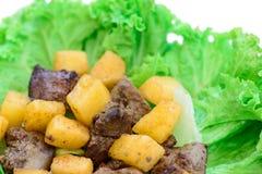 Salade délicieuse avec de la viande Image libre de droits