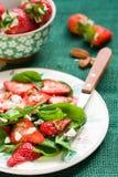 Salade d'épinards avec des fraises Image libre de droits