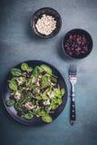 Salade d'épinards avec du fromage de moutons Photo stock