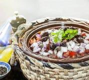 Salade d'été de préparation de tomate D'isolement Image stock