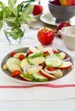 Salade d'Apple et de pamplemousse avec la rectification de yaourt images libres de droits
