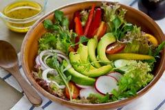 Salade d'avocat image stock