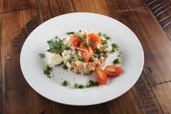 Salade d'Olivier avec la truite Photos libres de droits
