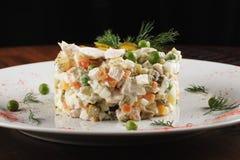 Salade d'Olivier avec le poulet Photo libre de droits