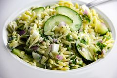 Salade d'Orzo Photographie stock libre de droits