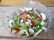 Salade dans la cuvette en verre Photo stock