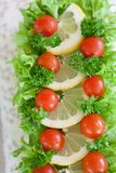 Salade dans le dessus du gâteau de sandwich Photographie stock libre de droits