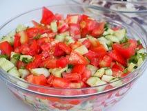 Salade dans une cuvette en verre Photo stock