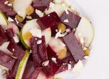 Salade de betterave avec du fromage d'andfeta de poire image stock