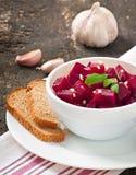 Salade de betteraves avec l'ail Photographie stock