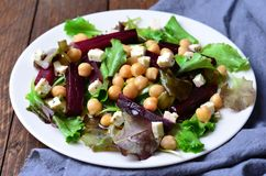 Salade de betteraves et de pois chiche Photos libres de droits
