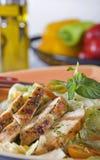 Salade de blanc de poulet dans une cuvette Photo libre de droits