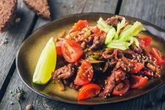 Salade de boeuf dans le style thaïlandais images libres de droits
