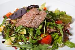Salade de boeuf de rôti Photographie stock libre de droits