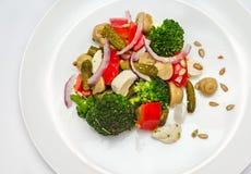 Salade de brocoli dans le plat photo libre de droits