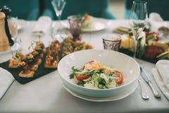Salade de César avec la crevette Photo libre de droits