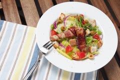 Salade de César avec la fourchette Images stock