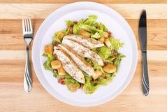 Salade de César fraîche de poulet Photos stock