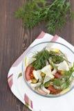 Salade de calmar, de légumes frais et d'herbes cuits Photo libre de droits