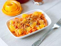 Salade de carotte avec l'orange images stock
