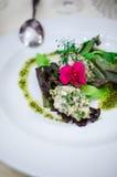 Salade de cerveau avec des verts mélangés Photographie stock