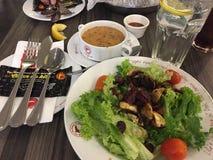 Salade de champignon avec le ragout de fruits de mer photographie stock libre de droits