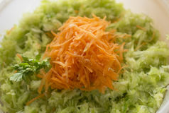 Salade de chou et de raccord en caoutchouc Images libres de droits