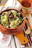 Salade de choucroute, de pomme de terre et de champignon de couche Photographie stock