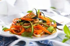 Salade de courgette et de carotte Photographie stock libre de droits