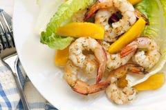 Salade de crevette avec la mangue photographie stock libre de droits