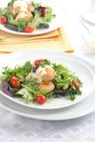 Salade de feston avec la rectification de safran photographie stock libre de droits
