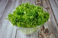 Salade de feuille dans une cuvette Photos stock
