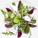 Salade de forme physique avec l'Arugula et le fromage de chèvre Image libre de droits