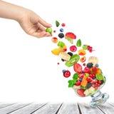 Salade de fruit frais avec des ingrédients Image stock