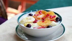Salade de fruits banque de vidéos